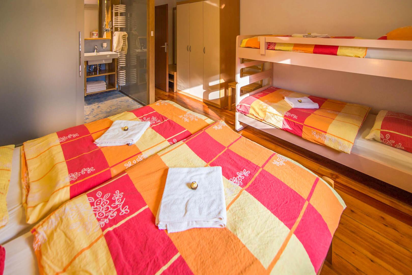 Soba za 4 osebe - Apartma Aktivni počitek