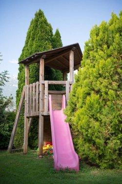 Vrt, igrala in vrtna hiška Apartmaji Mrakič Bovec